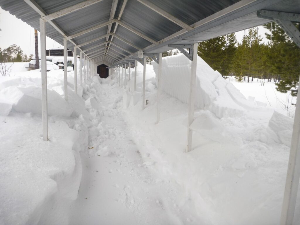 connecting corridor in zotto with lots of snow