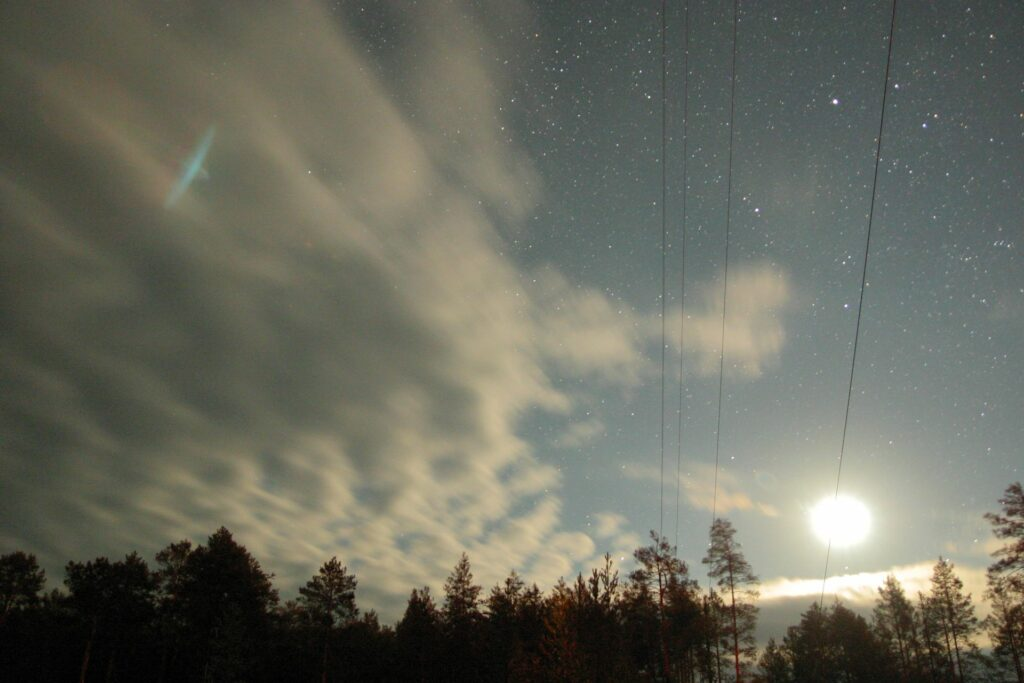 Halo efect in the icy clouds around Zotto