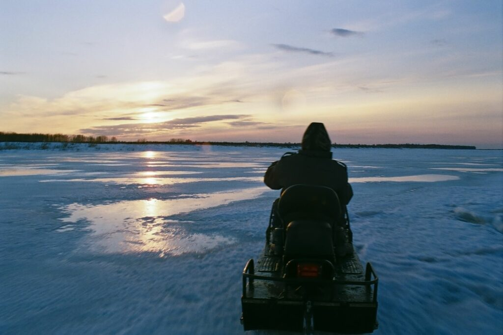 snow mobile on partly frozen Yenisei with midnight sun© Steffen Schmidt / BGC