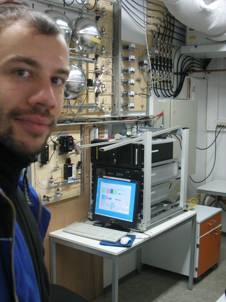 scientist inthe lab